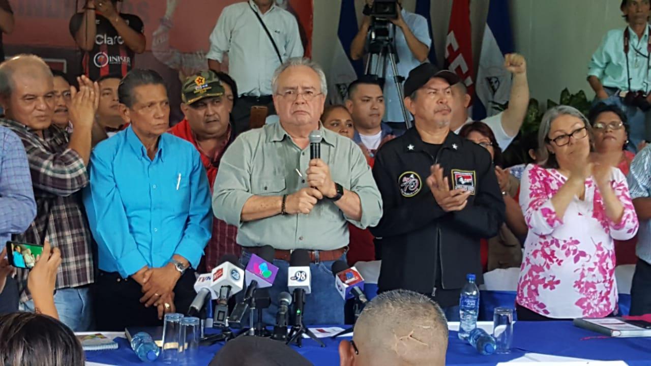 Roberto Gonzáles arremate contra empresarios y pide cárcel para los que no paguen impuestos