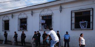 Dictadura de Daniel Ortega acusó por delitos graves a 16 personas por llevar agua a madres en huelga de hambre. Foto: Confidencial