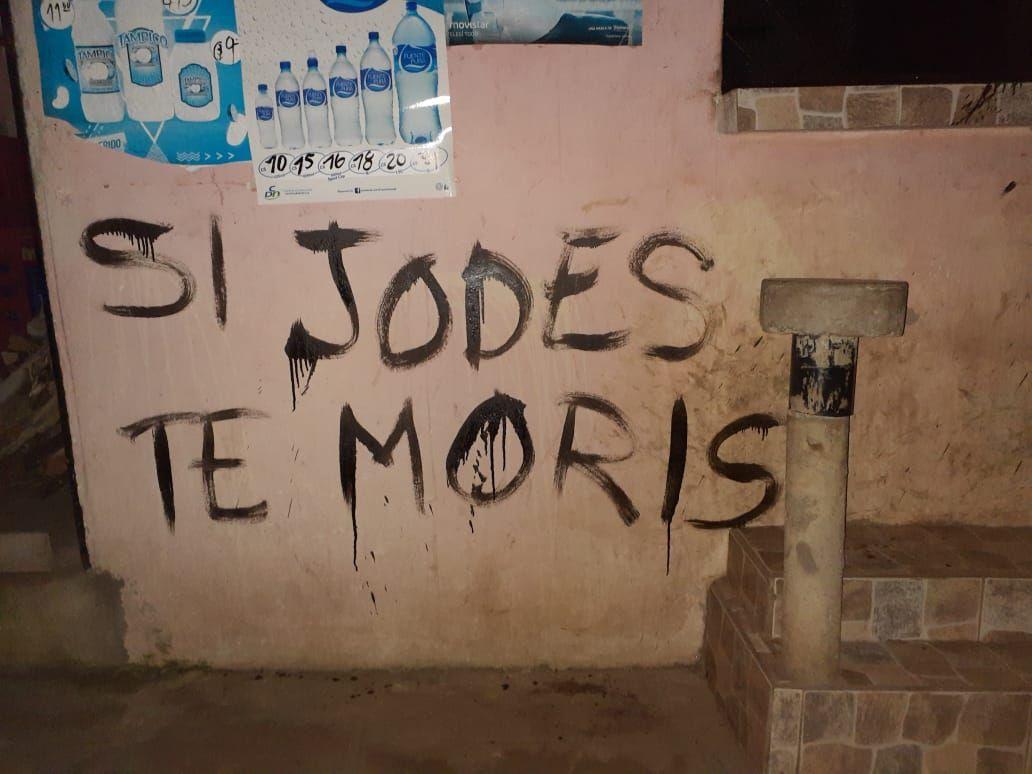 """""""Si jodés, te morís"""", el mensaje que dejaron paramilitares orteguistas a dos exreas políticas. Foto: Cortesía"""