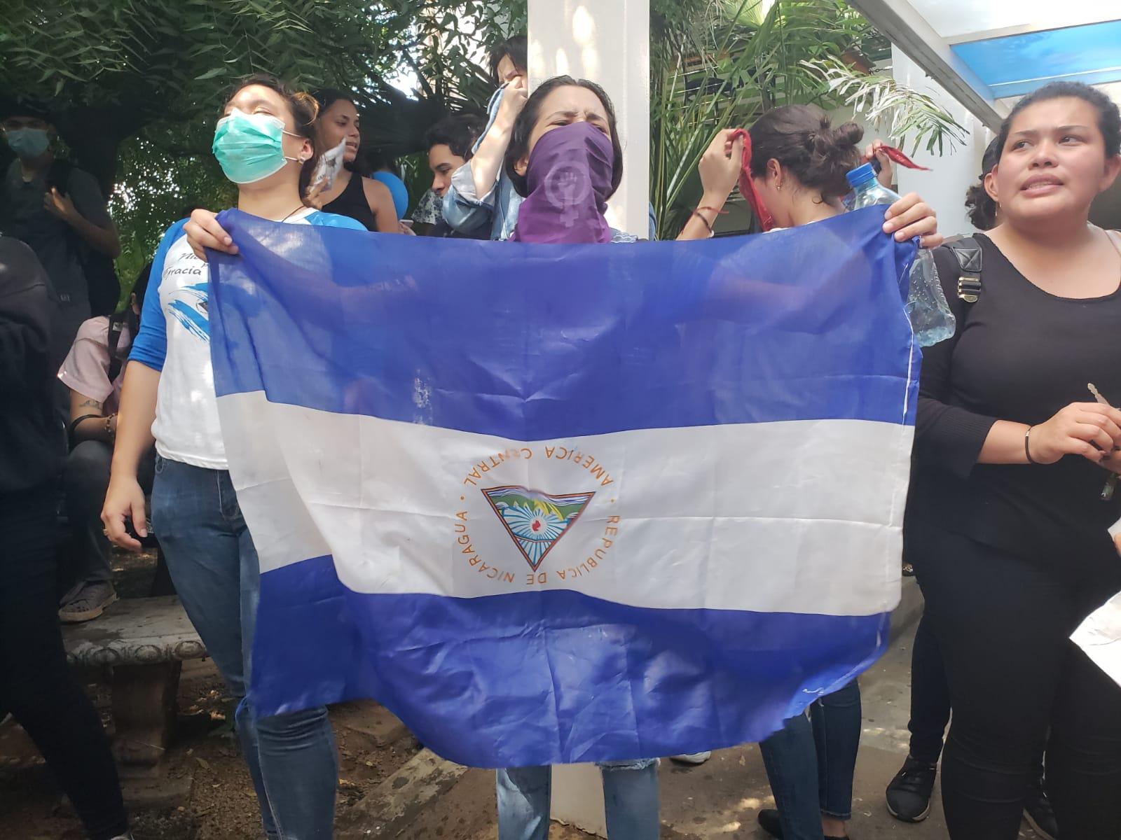 Portaban la bandera de Nicaragua con el escudo invertido. Foto: G. Shiffman / Artículo 66