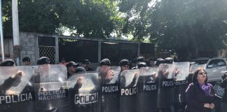 """Feministas denuncian el asedio policial en el """"Día Internacional de la Eliminación de la Violencia contra la Mujer"""""""