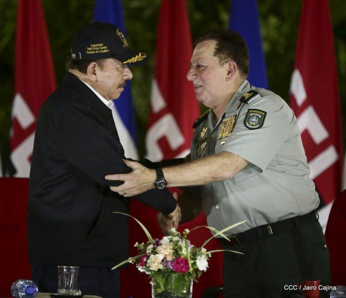 Daniel Ortega premia complicidad del jefe del Ejército, Julio César Avilés