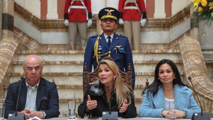 Nuevo gobierno de Bolivia rompe relaciones con Venezuela y se sale del ALBA: Foto: BBC Mundo
