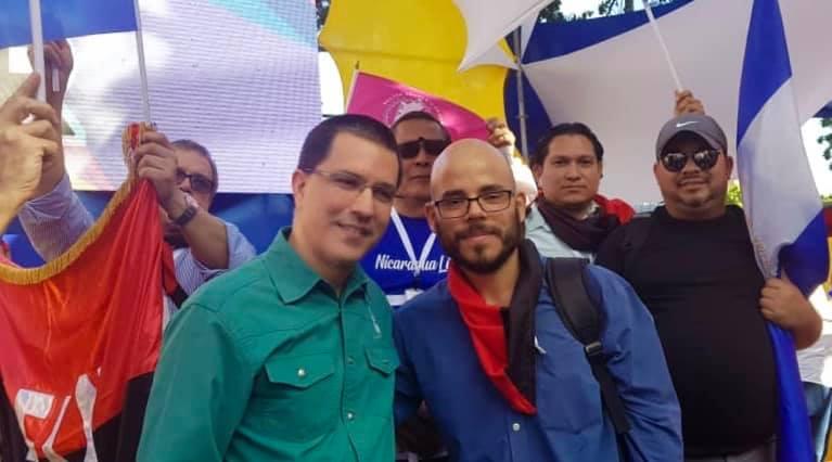 Canciller de Venezuela Jorge Arreaza junto a Daniel Edmundo Ortega, hija de la pareja presidencial. Foto: Cortesía