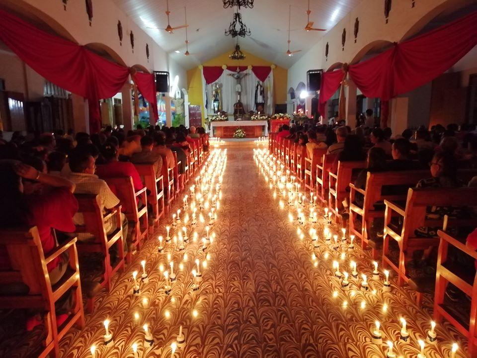 Misa de Nochebuena en la iglesia San Miguel Arcángel de Masaya. Foto: Noel Miranda/Artículo 66