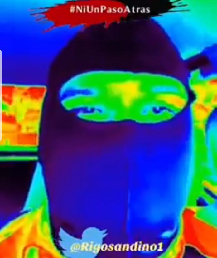 Paramilitar encapuchado amenaza con «descachimbar» a periodistas de Artículo 66 y otros medios de comunicación