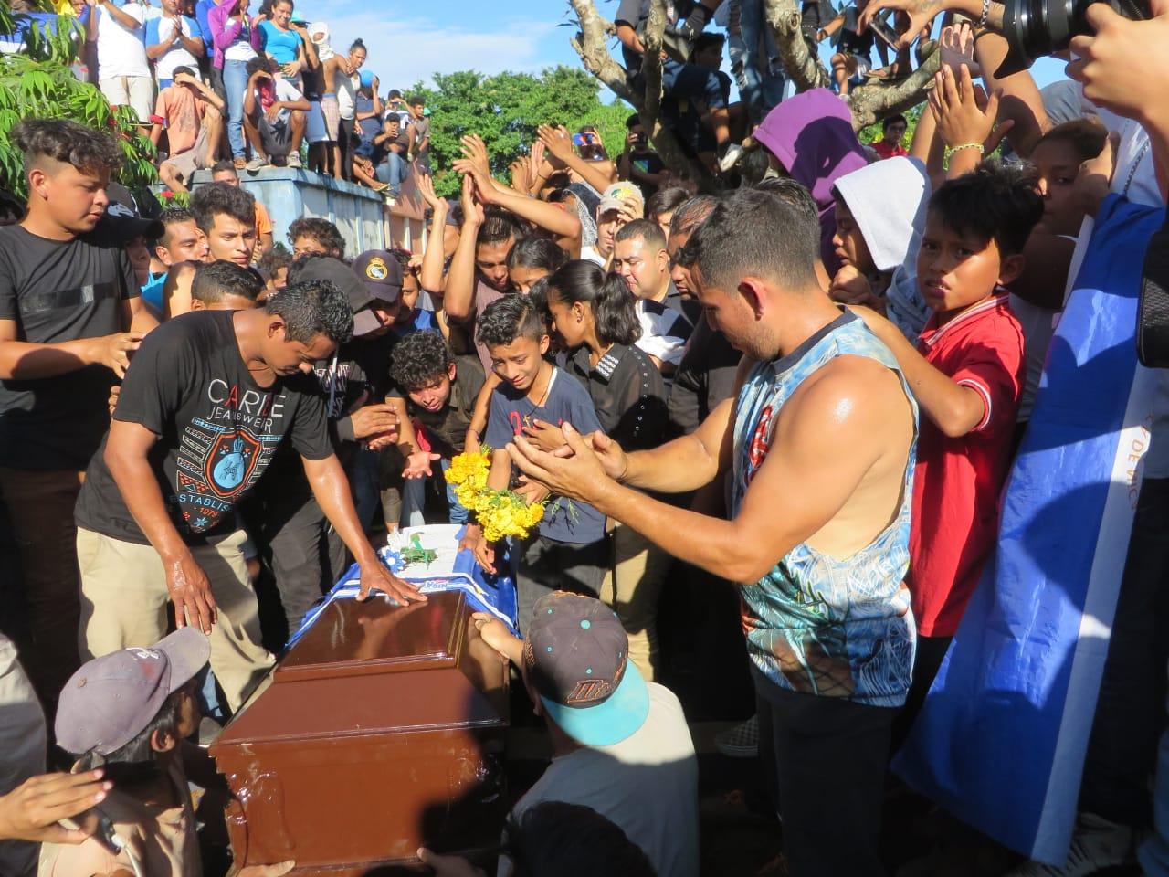 """Masaya da último adiós a """"Chabelo"""", asesinado durante un enfrentamiento con la Policía. Foto: Noel Miranda / Artículo 66"""