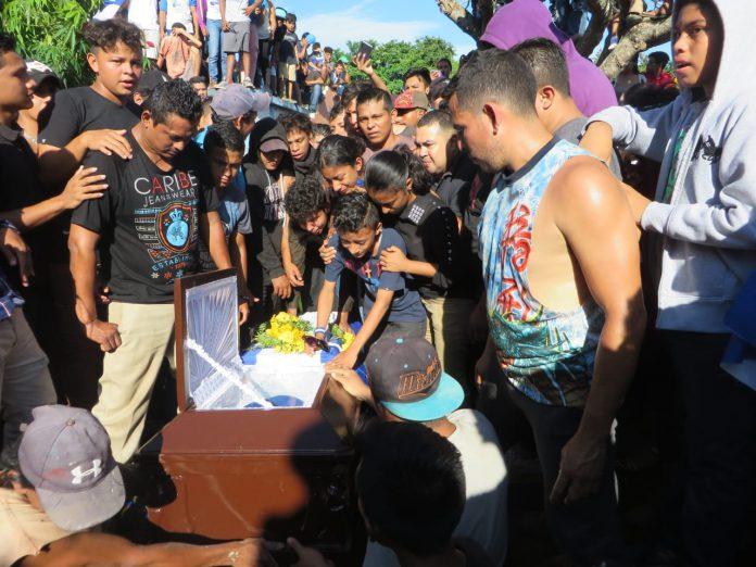 """Citan a la Policía de Masaya a ciudadana por asistir al entierro de """"Chabelo"""""""