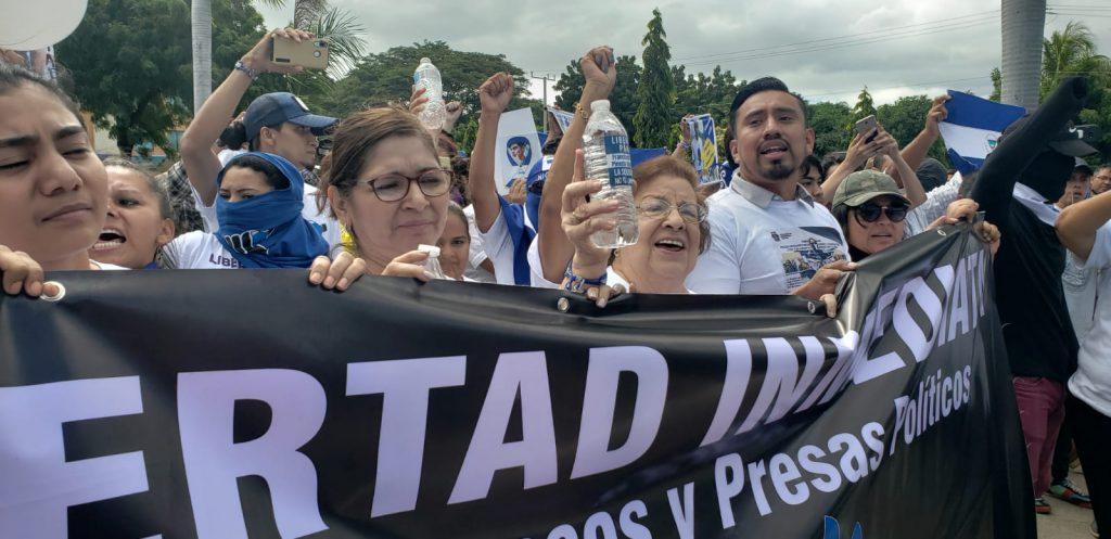 Miembros del Cenidh demandaron la libertad inmediata de todos los presos políticos. Foto: G. Shiffman / Artículo 66