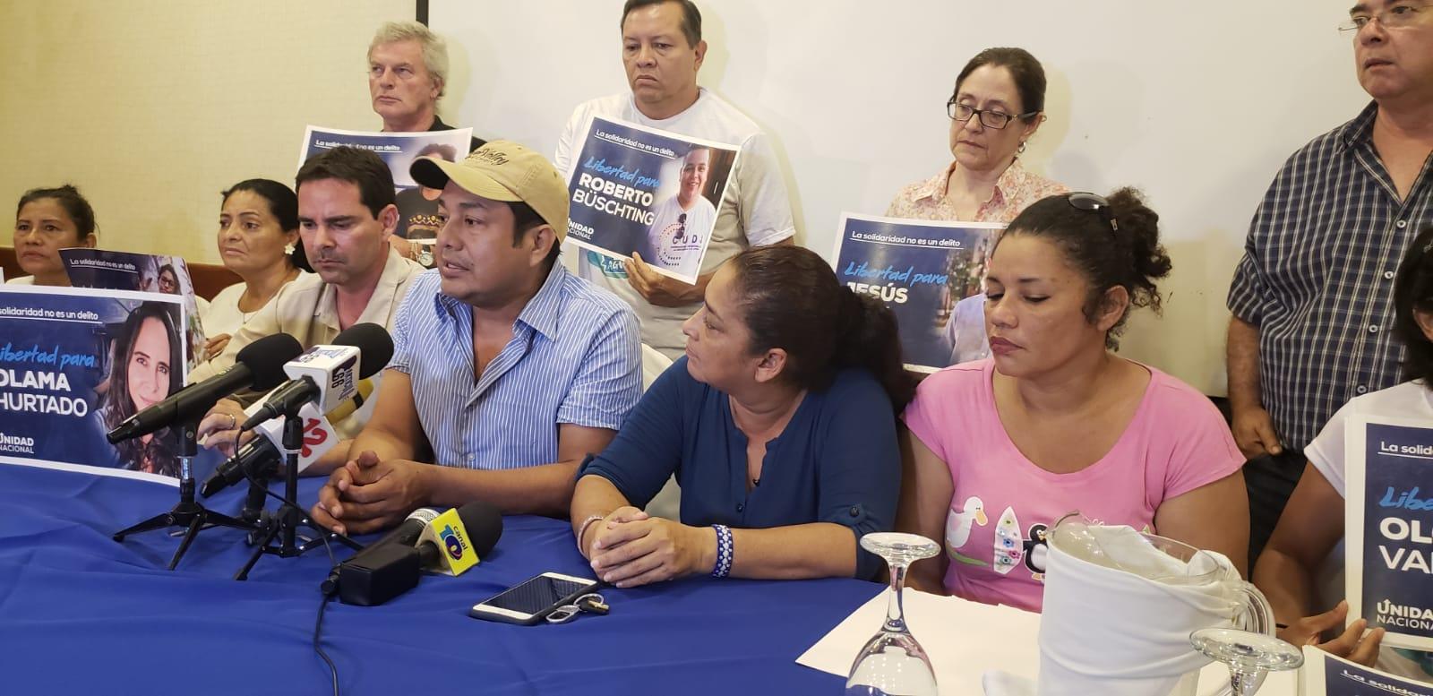"""Familiares de las presas y presos políticos de """"la banda de los aguadores"""", durante la conferencia de prensa. Foto: G. Shiffman / Artículo 66"""