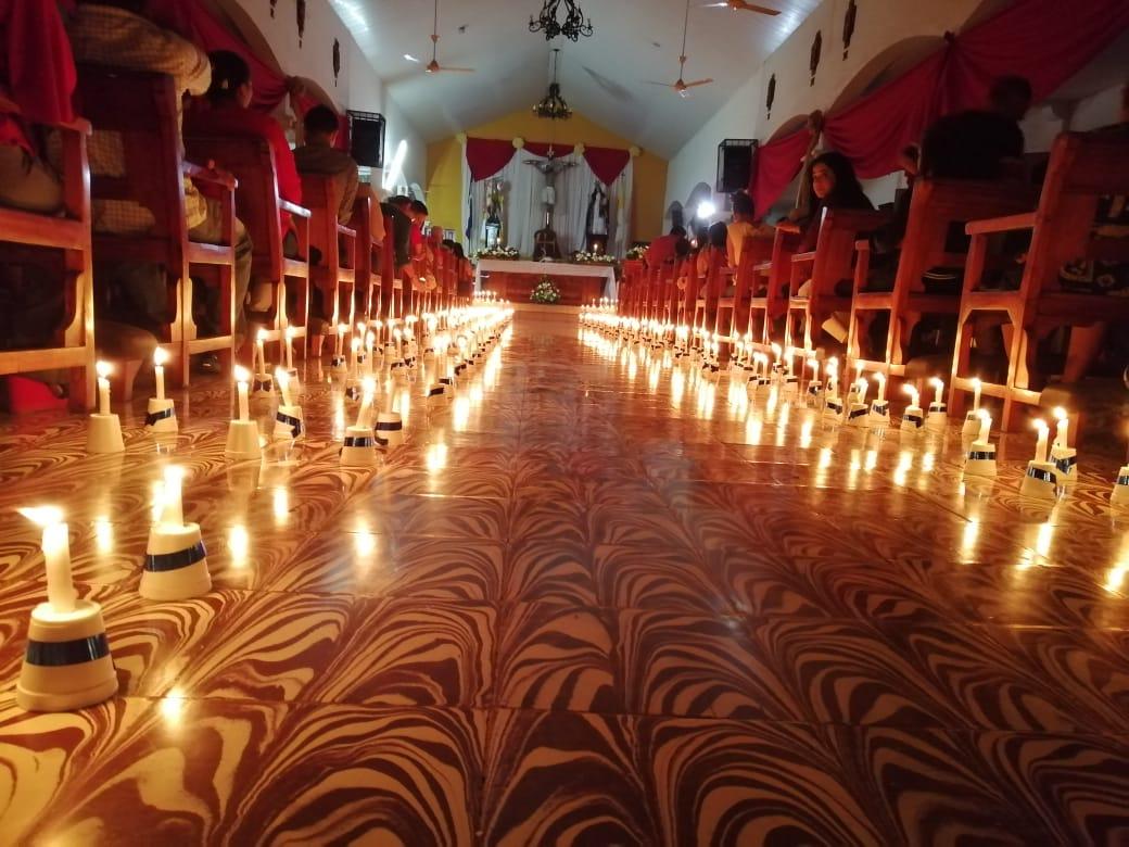 Misa de Nochenbuena en la iglesia San Miguel Arcángel de Masaya. Foto: Noel Miranda/Artículo 66