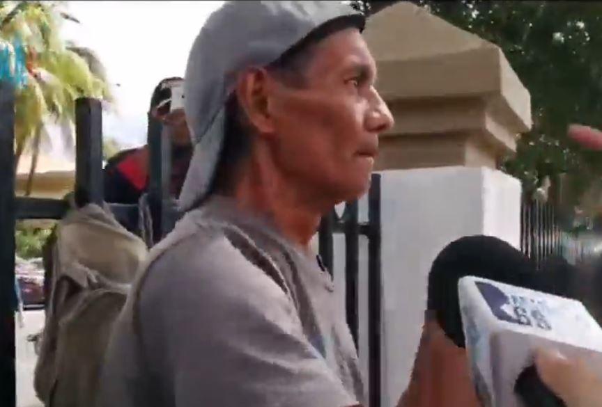 Identifican a paramilitar que agredió con un tubo a una de las madres de presos políticos. Foto: Cortesía