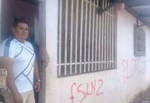 Fanáticos del gobierno marcan «PLOMO» y «FSLN» en la casa de un periodista