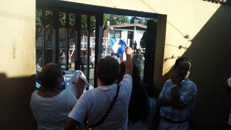 Asedio policial a Radio Corporación. Foto Cortesía