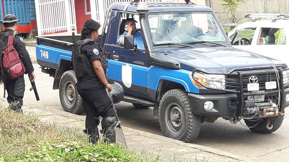 Policía asedia casas de opositores en Blufields