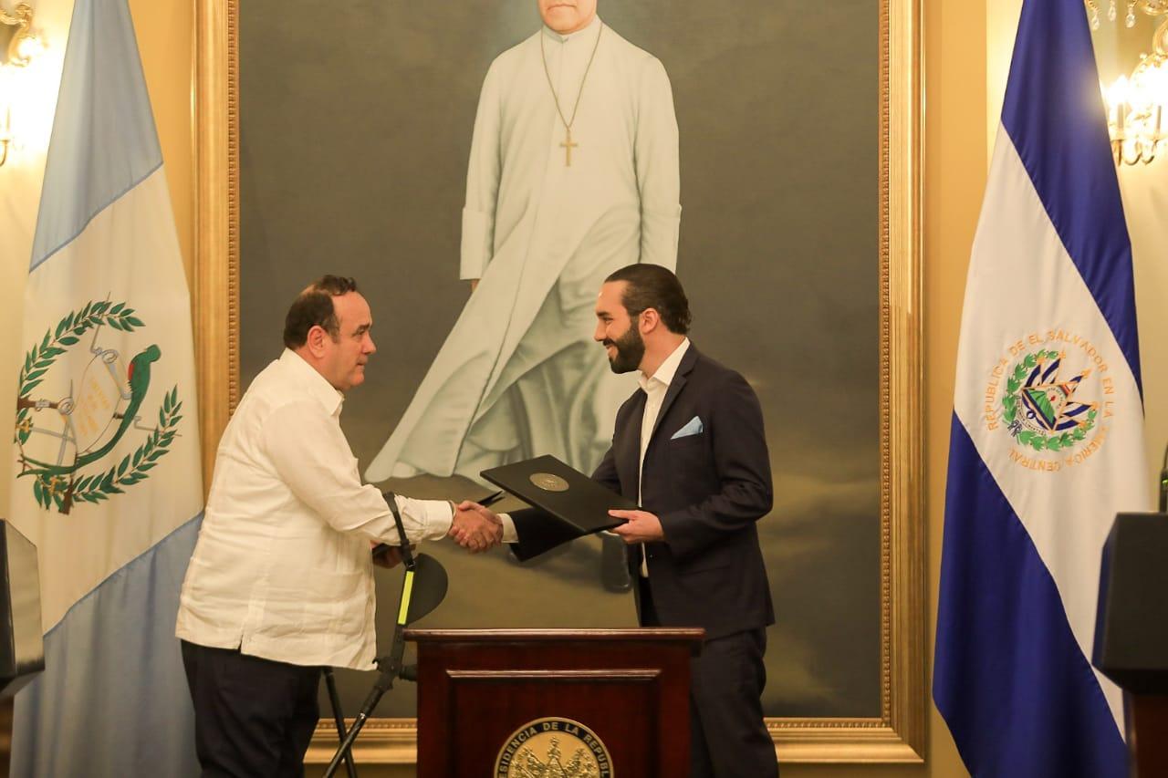 El Salvador y Guatemala acuerdan eliminar controles fronterizos entre ambas naciones