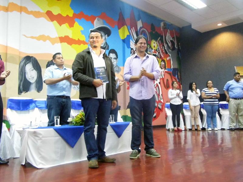 De izquierda a derecha, Luis Andino e Isaac Bravo. Foto: Tomada de la web