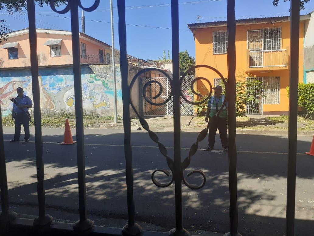 Parte del asedio al excarcelado político Ricardo Baltodano. Foto: Cortesía