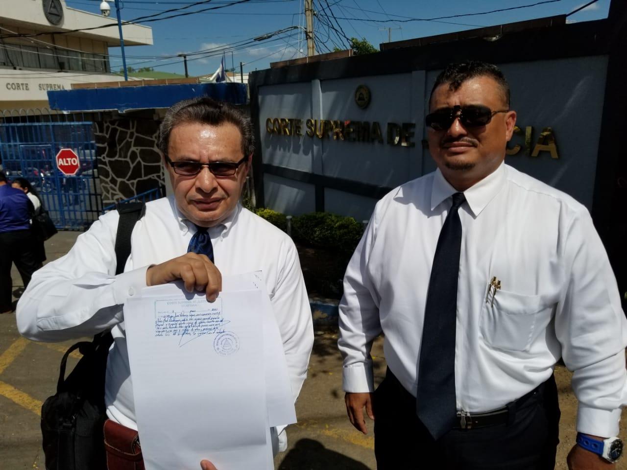 Abogados Defensores del Pueblo recurren por inconstitucionalidad por nombramiento de Julio César aviles como jefe del Ejército. Foto: Wilmer Benavides