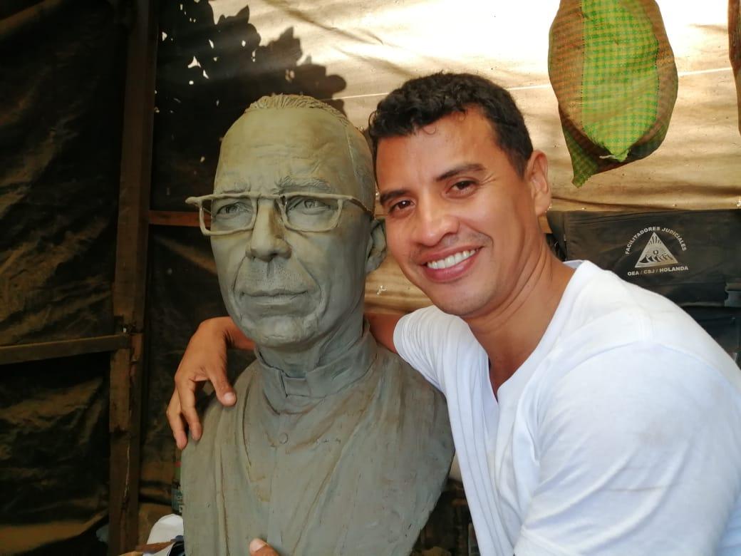 """Helmuth Bustos: """"No puedo hacer una escultura del comisionado Avellán o de cualquier otro violador de derechos humanos, mi compromiso es con mi pueblo"""". Foto: Noel Miranda / Artículo 66"""