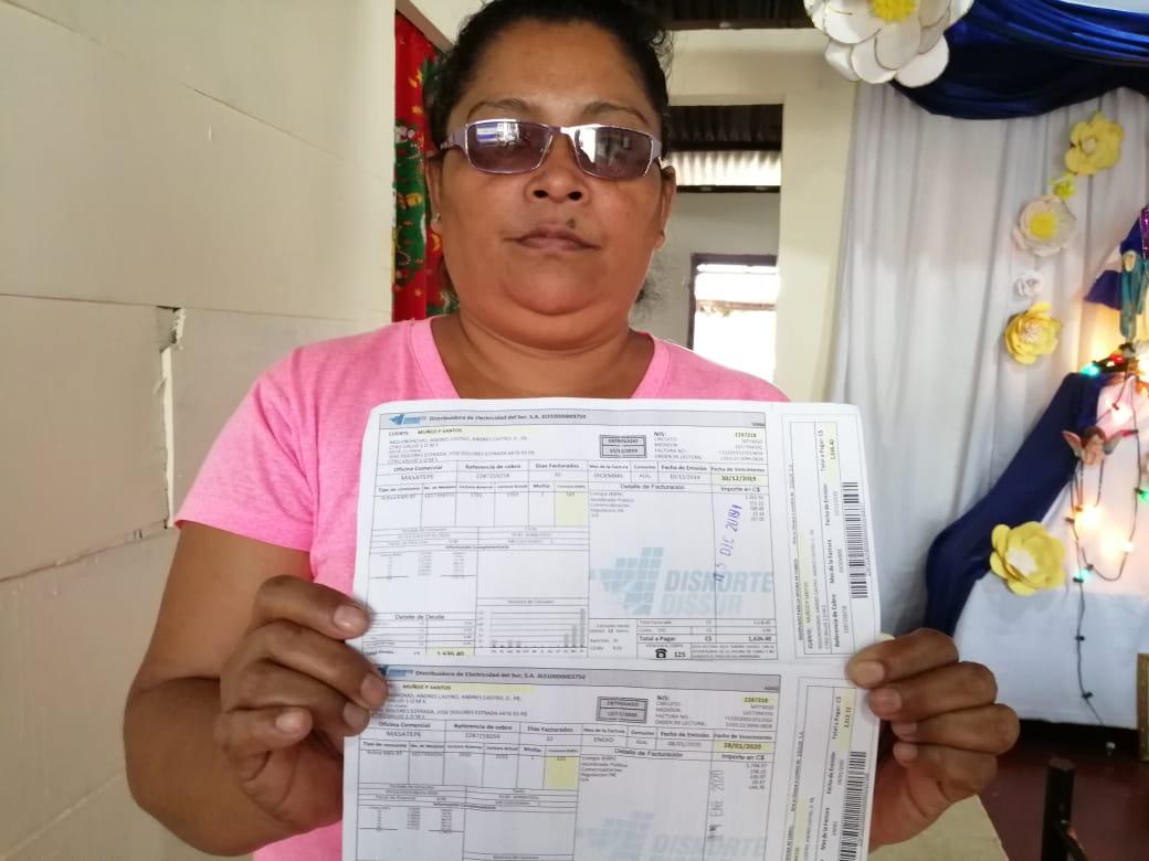 Tania Muñóz denuncia aumento en los costos del servicio de energía eléctrica. Foto: Noel Miranda/Artículo 66