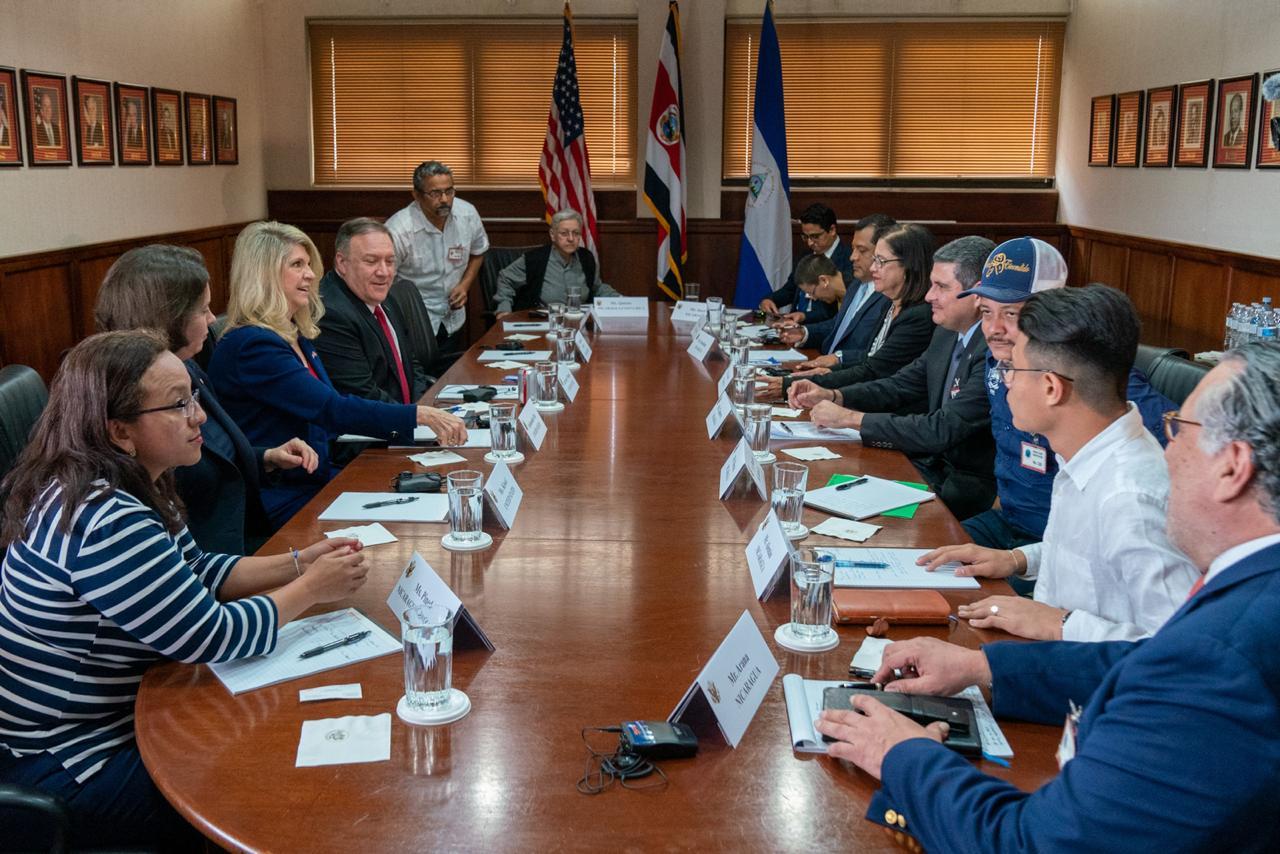 Miembros de la Alianza Cívica y la UNAB se reúnen con Mike Pompeo. Foto: Cortesía