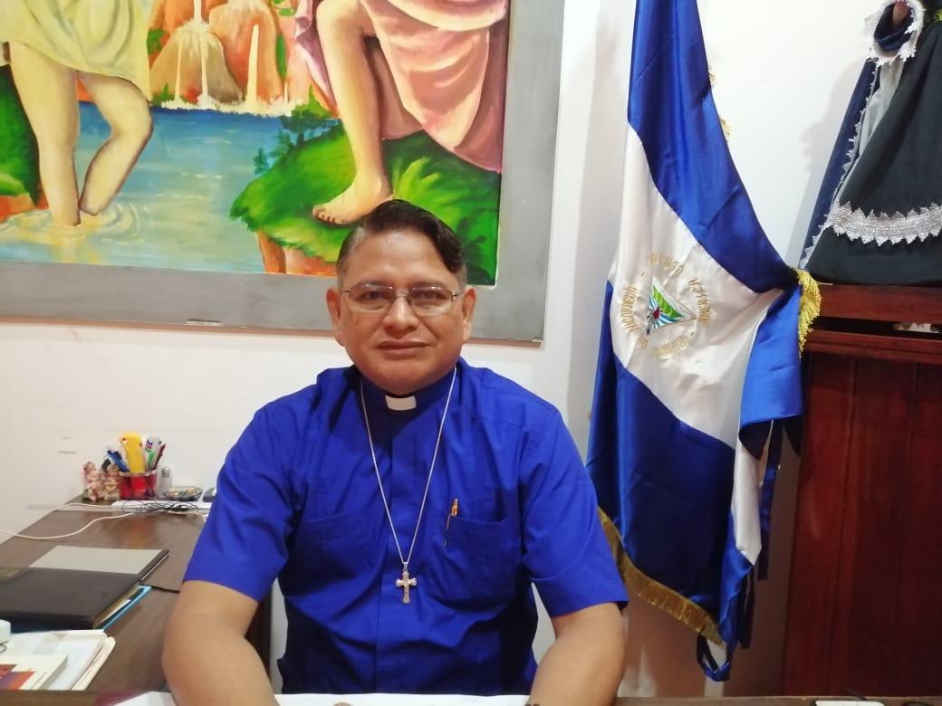 Padre Harving Padilla, de la iglesia San Juan Bautista de Masaya. Foto: Noel Miranda / Artículo 66