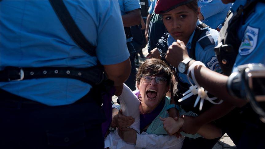 Oficiales de la Policía Nacional han recetado agresión, detenciones y balas a opositores nicaragüenses. Foto: Cortesía