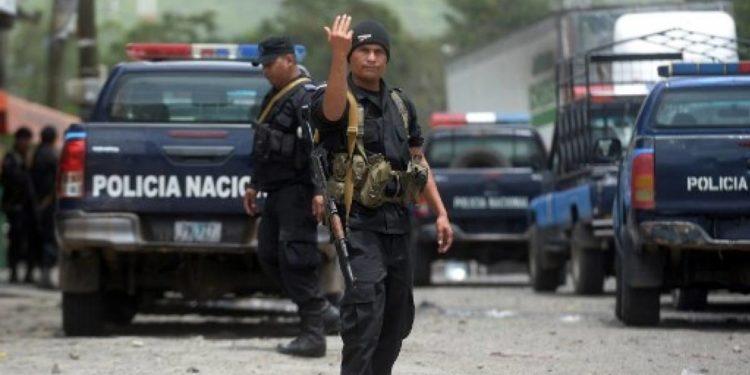 Policía Nacional y paramilitares torturas a ciudadanos que se oponen al mandato de Ortega. Foto: Publinews