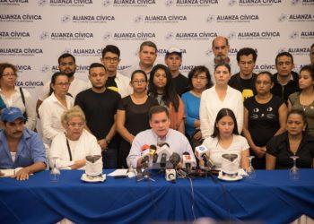 Monseñor Rolando Álvarez le recomienda a los políticos del país respetarse entre ellos para avanzar en los procesos de democratización. Foto: La prensa