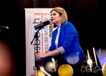 Turbero orteguista amenaza «con meterle una estaca» a la presentadora de canal 10 Aminta Ramírez. Foto tomada de Facebook.