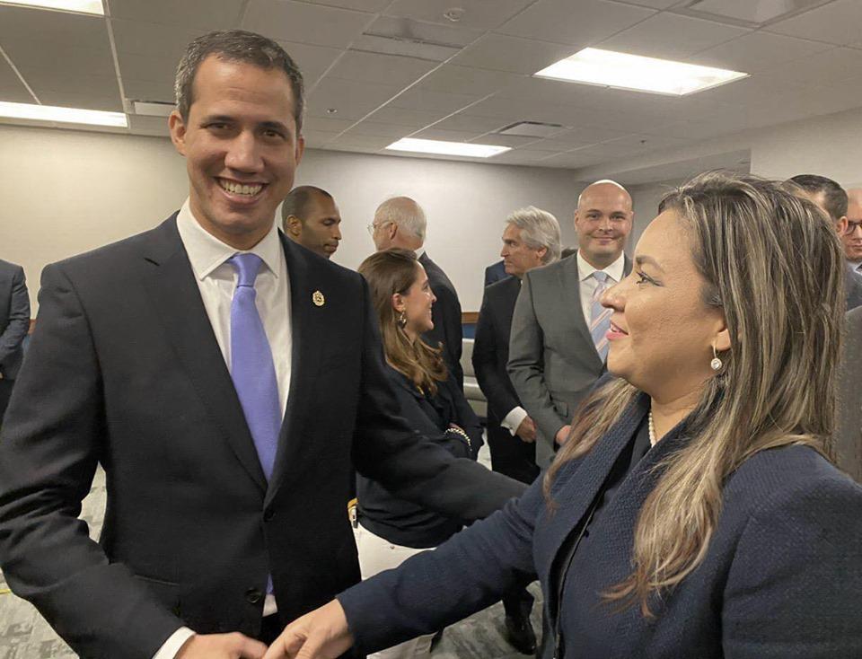 Presidente interino de Venezuela Juan Guaidó junto a la comisionada Sophia Lacayo. Foto: Cortesía