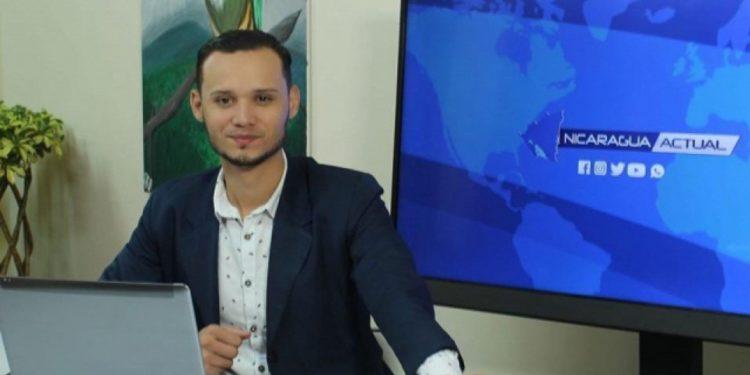 Periodista Yelsin Espinoza retorna al país después de 13 meses de exilio