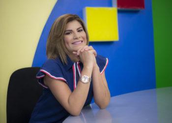 Turbero orteguista amenaza «con meterle una estaca» a la presentadora Aminta Ramírez de Canal 10. Foto: Cortesía