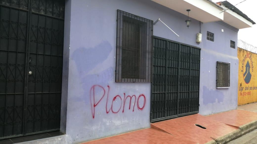 Simpatizantes orteguistas marcan casa de los exreos políticos Cristhian Fajardo y María Adilia Peralta. Foto: Noel Miranda/Artículo66