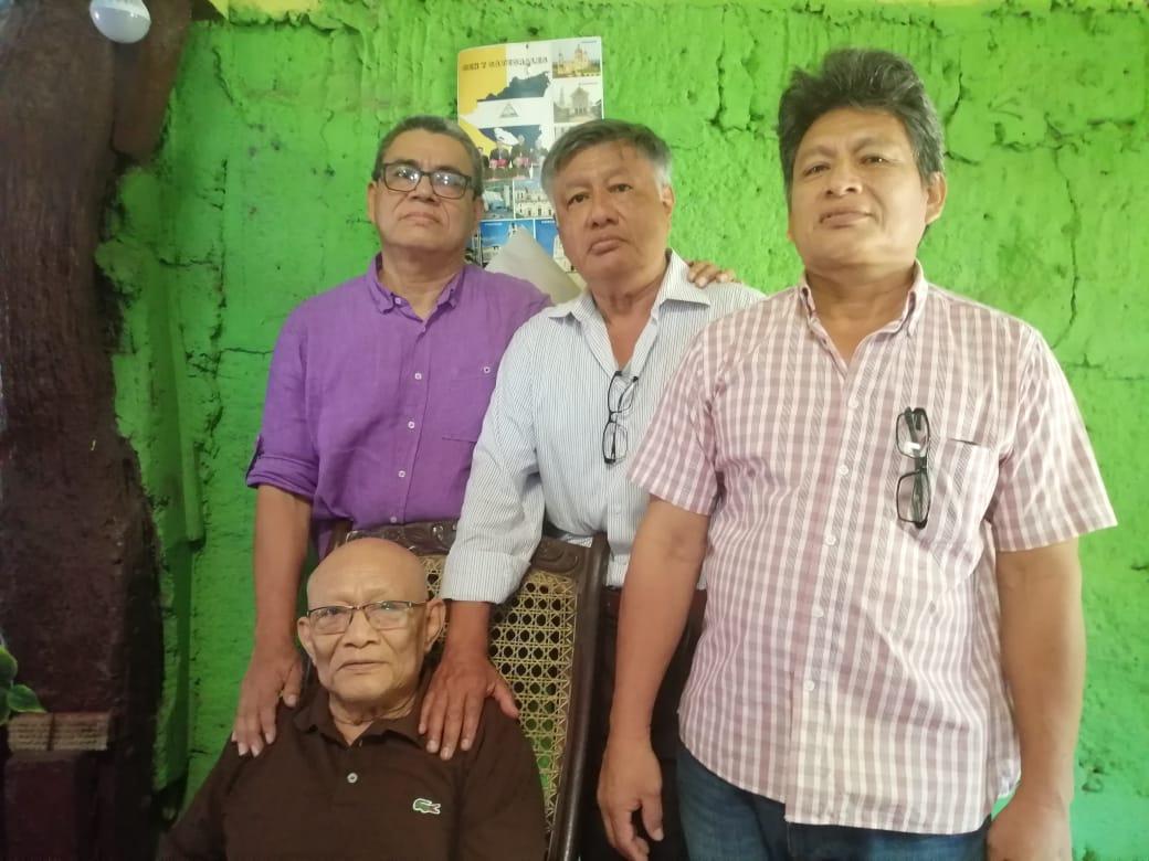 De izquierda a derecha: los hermanos Fernando, Carlos y Abel Abel Daniel Brenes Sánchez y su papá Félix Fernando Brenes Escobar. Foto: Noel Miranda / Artículo 66