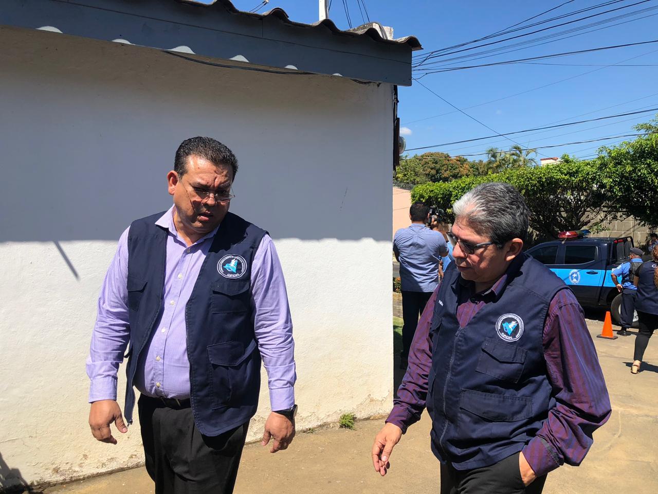 CPDH visita al comentarista Jaime Arellano tras cuatro días de cerco policial. Foto: Donaldo Hernández/VOA