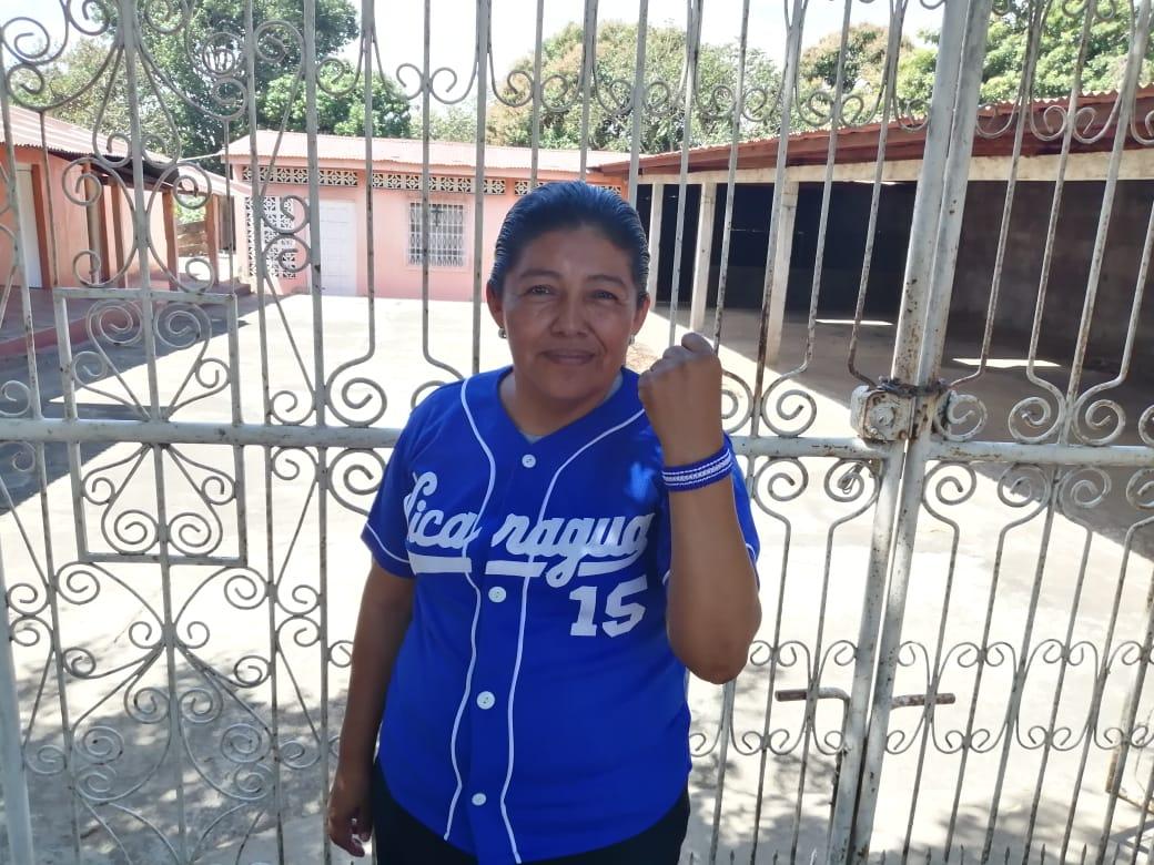 Exrea política Karla Ñamendi denuncia asedio policial. Foto: Noel Miranda/Artículo 66