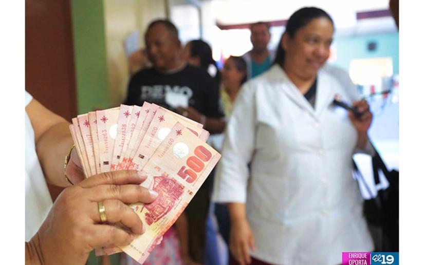 Trabajadores públicos recibirán su salario de abril por adelantado. Foto: Tomada de Internet
