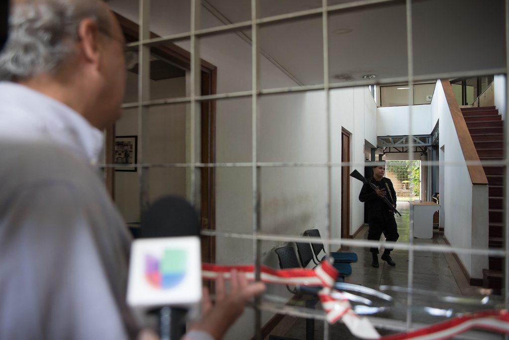 Las oficinas de Confidencial y los programas televisivos Esta Semana y Esta Noche permanecen tomados por oficiales orteguistas. Foto: Cortesía / Univisión