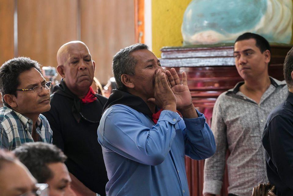 Turberos insultan a obispos en misa del poeta Ernesto Cardenal. Foto: Cortesía/Jorge Mejía