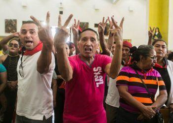 Rosario Murillo amenaza con mandar a sus turbas a Solentiname en el sepelio del poeta Ernesto Cardenal. Foto: Cortesía/Jorge Mejía