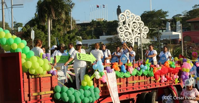 Trabajadores de la salud participando de la caminata «por amor en tiempos de Covid-19». Foto: César Pérez