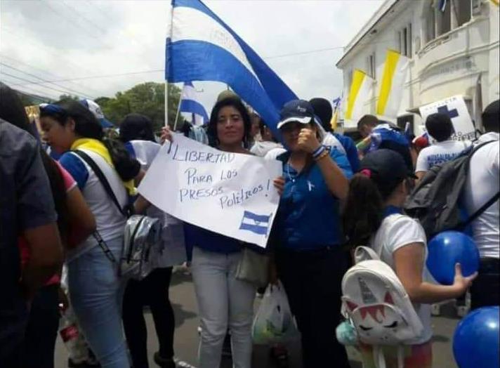 Como parte de su activismo, María Esperanza Sánchez estuvo en las calles exigiendo la libertad de los presos políticos. Ahora ella está encarcelada y acusada de tenencia y tráfico de drogas.