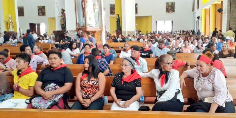 Turbas sandinistas invaden catedral de Managua en misa del poeta Ernesto Cardenal. Foto: Cortesía