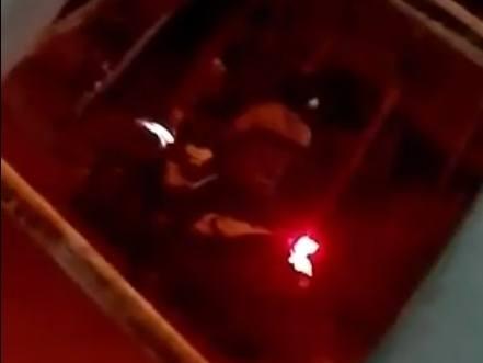Foto de uno de los motorizados que llegó a apedrear a la exprisionera política Tania Muñoz en su vivienda. Foto: Cortesía