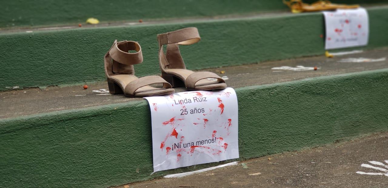 Los zapatos de una de las mujeres asesinadas en Nicaragua. Foto: Geovanny Shiffman / Artículo 66