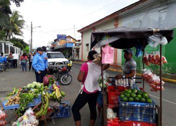 Vendedores ambulantes, trabajadores y el coronavirus. Foto: Tomada de La Prensa