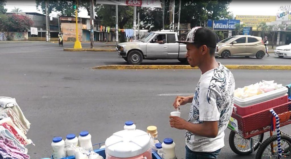 De acuerdo con cifras de 2018, de cada 100 personas de la población económicamente activa (PEA), 76 trabajan en la economía informal. Foto: La Prensa.