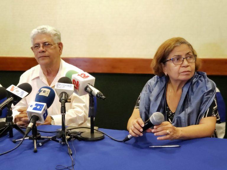 Ángel Gahona y Amanda López, padres del periodista asesinado, Ángel Gahona. Foto: Geovanny Shiffman/Artículo 66